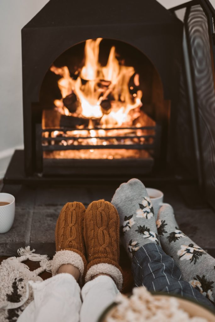 Wolf Global_Winter Photoshoot Ideas for Instagram_Cozy Night In
